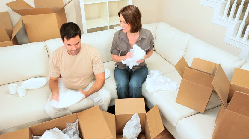 couple packing boxes before relocating to collaroy